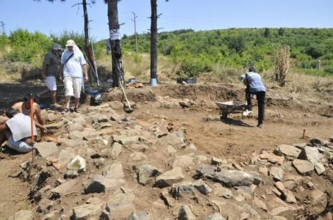 Bolgár és francia régészek az ásatásaon