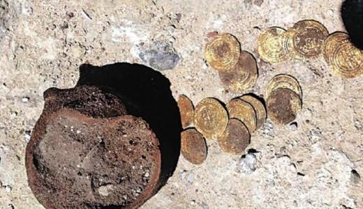 A törött cserépedény, amelyben 108 aranypénzt rejtettek el